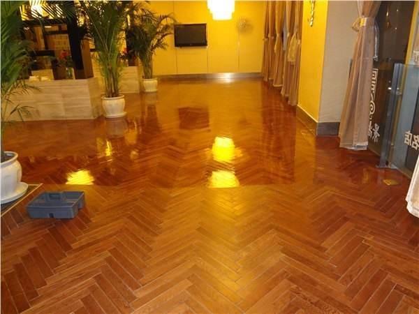 木地板如何打蜡