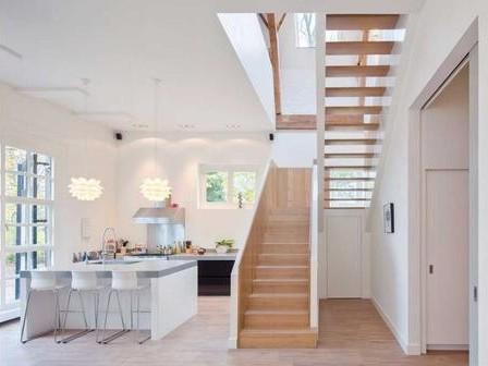 实木地板装楼梯和瓷砖装楼梯的差别