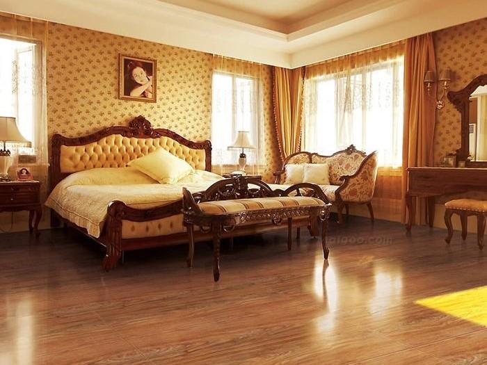 装修用实木地板好还是强化地板好?