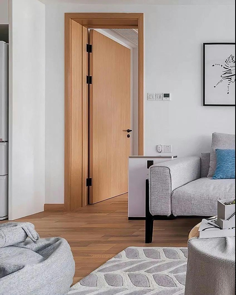 浅色木门+棕色木地板