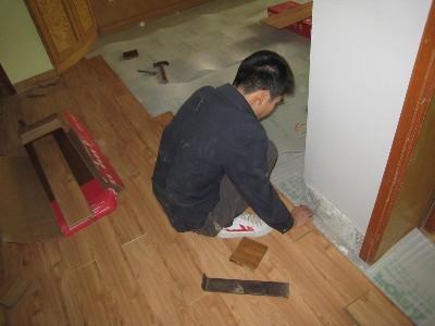 怎么拆除旧木地板铺设新地板