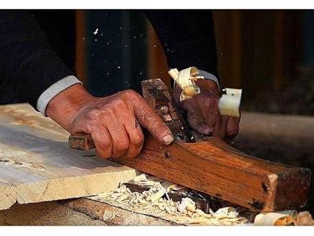 如何给旧实木地板翻新