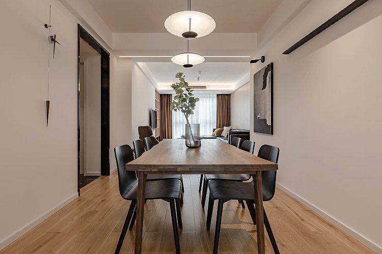 黑胡桃木材质的桌面