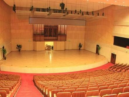 运动场和舞台的木地板铺设方式
